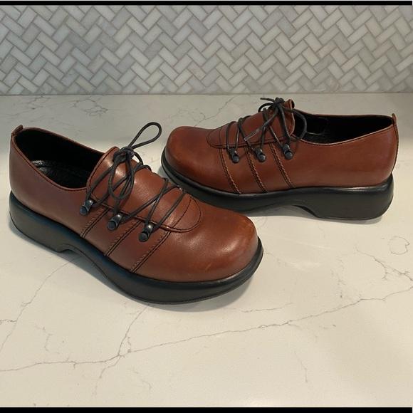Dansko Shoes | Janika Brown Leather